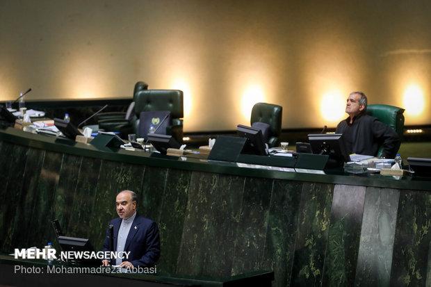 نواب البرلمان الإيراني يعارضون فصل ثلاث وزارات للمرة الثالثة