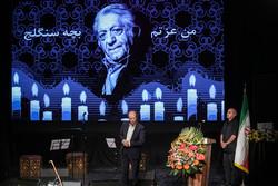 عزتالله انتظامی برای آخرین بار در تماشاخانه سنگلج روی صحنه رفت