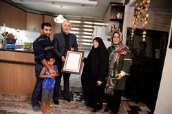 دیدار صالحی و معاونین انرژی اتمی با خانواده شهید سید مصطفی گلگون