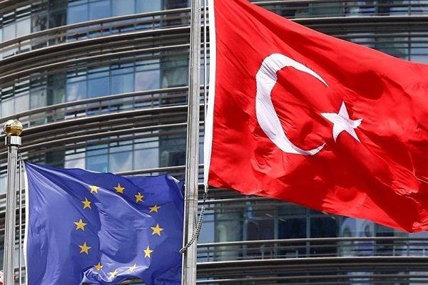 اتحادیه اروپا کمکهای مالی خود به ترکیه را لغو میکند