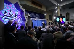 شب آرمانگرایان در حسینیه امام(ره)/ جنگ روایتها یک برنده دارد