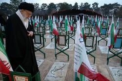 قائد الثورة الاسلامية: ساحات الجهاد لازالت مفتوحة في مختلف المجالات