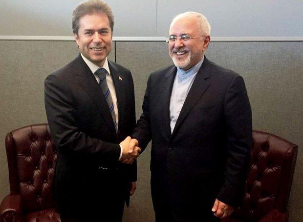 ظريف يتباحث مع وزير خارجية البارغواي سبل تطوير العلاقات الثنائية