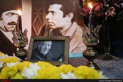 A picture of Ezzatollah Entezami is seen at a service in remembrance of the 94-year-old actor at Tehran's Sangalaj Theater on September 26, 2018. (ILNA/Alireza Ramezani)