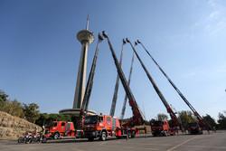 """رئيس بلدية طهران يتفقد محطة اطفاء الحريق في برج """"ميلاد"""" / صور"""