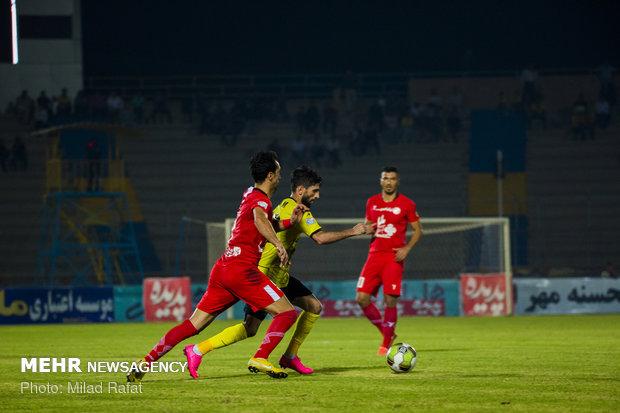 دیدار تیم های فوتبال پارس جنوبی جم و پدیده مشهد
