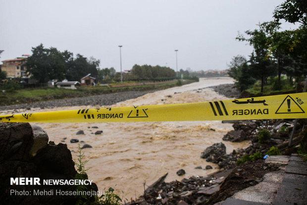 طغیان رودخانه کوئیک محور جاسک میناب را مسدود کرد