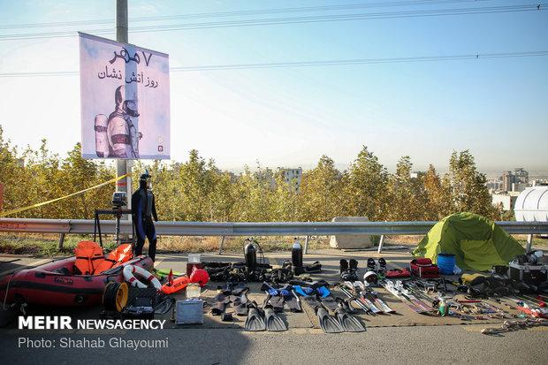"""رئيس بلدية طهران يتفحص محطة اطفاء الحريق في برج """"ميلاد"""""""