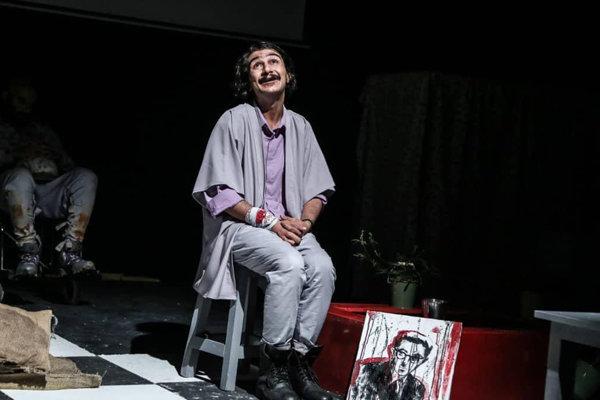 روایت جهانهای موازی روی صحنه تئاتر/ حسین پناهی را بازسازی کردیم