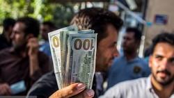 بازار بیخریدار «دلار»/ سرگردانی دلارهای خانگی در بین صرافیها