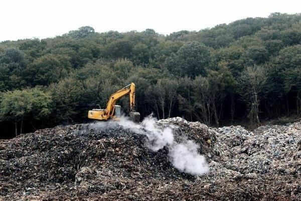 ممانعت از ریختن زباله در سراوان/ مسئولان مشکل را زودتر حل کنند
