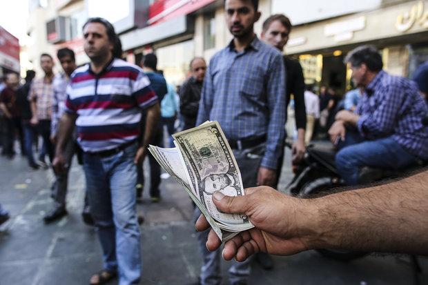 تراجع حاد للصرف الأجنبي أمام الريال الإيراني