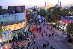 سرگردانی مردم دلار به دست در میدان آستانه قم
