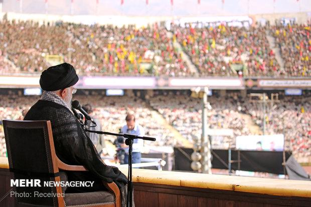 Devrim Lideri Azadi Stadyum'da gençlere hitap etti
