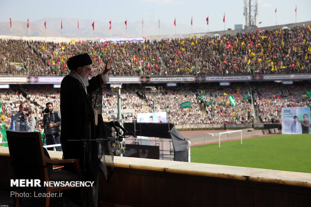 Leader attends a large gathering of Iran's Basij volunteer forces