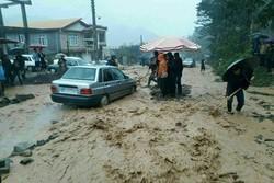 تخریب پل و قطع برخی راههای گیلان/ ۴۰۰ خانوار امدادرسانی شدند