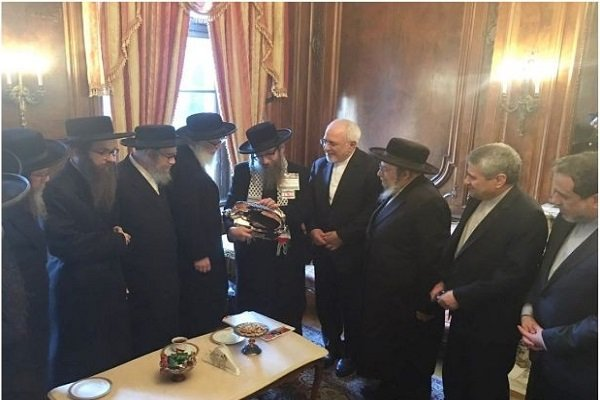 جمع من اليهوديين المناهضين للصهيونية يلتقون مع ظريف بنيويورك