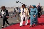 استقبال همسر السیسی از «ملانیا ترامپ» در فرودگاه قاهره