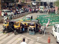 ہندوستان میں اشتہاری ہورڈنگ گرنے سے 4 افراد ہلاک، 7 زخمی