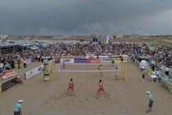 سالانه ۱۰۰ تورنمنت جهانی والیبال ساحلی برگزار می شود