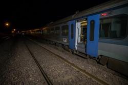 قطار همدان-مشهد از ریل خارج شد/ اعزام قطار و اتوبوس برای انتقال مسافران