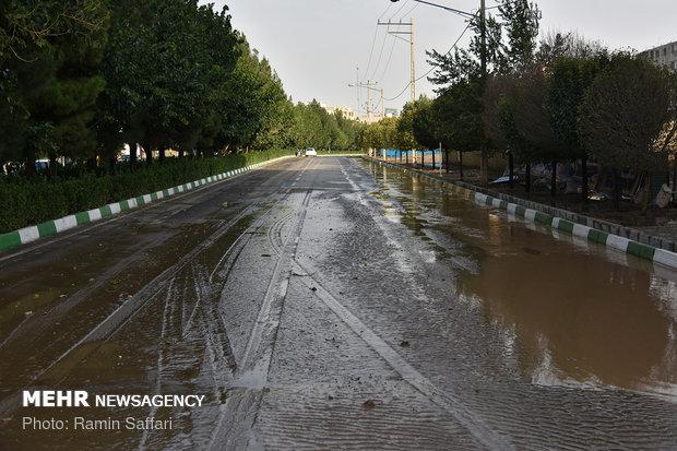 امروز عصر هم هوا بارانی است/گرد و خاک در شرق کشور