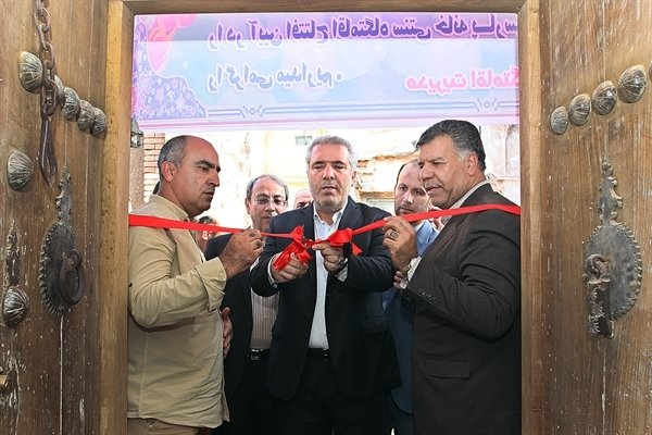 Tourism chief cuts ribbon on traditional guesthouses in Kashan