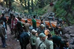 ۱۳ کشته و ۱۷ زخمی در اثر سقوط اتوبوس به دره ای در کشمیر