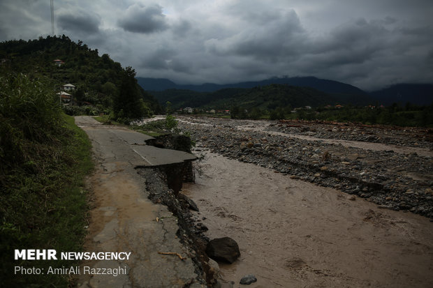 Flash floods sweep away people's houses in northern Iran