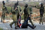 بازداشت بیش از ۴۰۰ فلسطینی در ماه گذشته میلادی