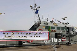 """ضم راجمة الصواريخ """"كنارك"""" الى الاسطول الحربي الايراني"""