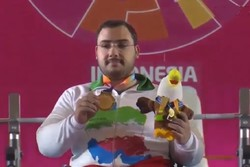 Iran's Rostami breaks world record, earns gold in powerlifting