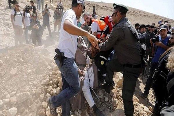 محاصره روستای «خان احمر» توسط صهیونیستها/ چندین فلسطینی زخمی شدند