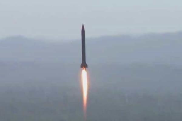 """صاروخان باليستيان """"بدر 1"""" يدكان اجتماعاً لقيادات العدوان السعودي في مأرب"""