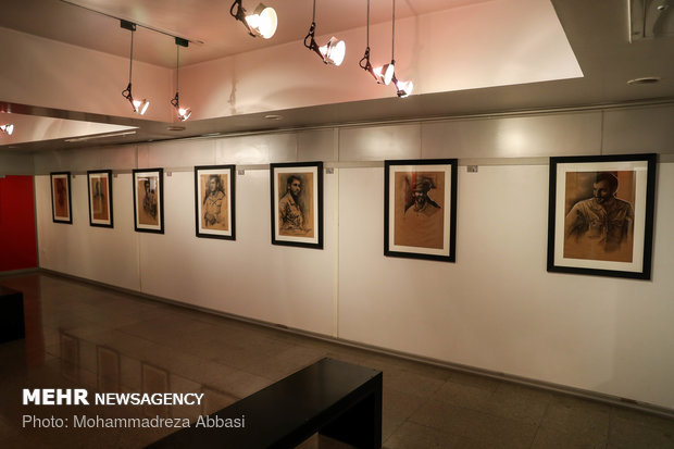 نمایشگاه طراحی چهره سرداران شهید دفاع مقدس