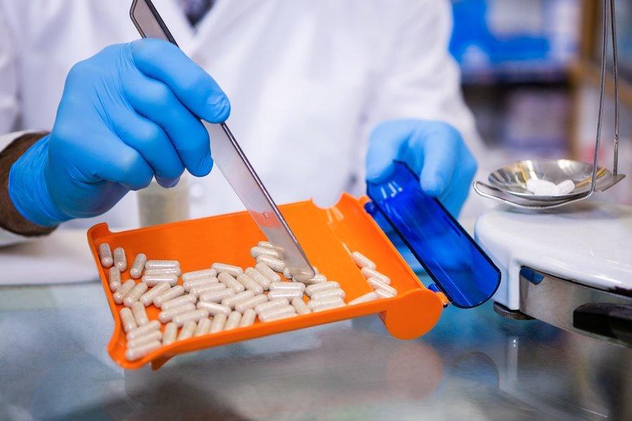 بسته بودن فهرست دارویی خطاست/ارزآوری ۱.۴ میلیارد دلاری داروهای بیوتکنولوژی