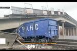 فرو ریختن یک پل در روسیه بر روی قطار
