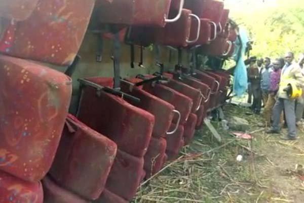 کینیا میں مسافر بس کھائی میں گرنے کے نتیجے میں 50 افراد ہلاک