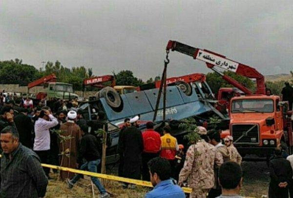 ۴۰ دانش آموز در واژگونی اتوبوس اردو مصدوم شدند