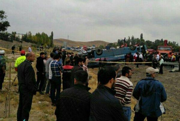 واژگونی اتوبوس دانش آموزان در تبریز/ ۲ نفر کشته شدند