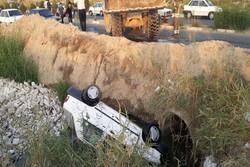 سقوط خودرو پراید به داخل کانال فاضلاب اسلامشهر/راننده فوت کرد