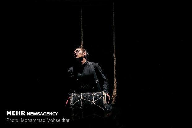 """مسرحية """"انتهت الحرب"""" تعرض على خشبة طهران"""