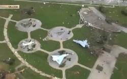 إعصار عاتٍ يدمر قاعدة جوية امريكية في فلوريدا
