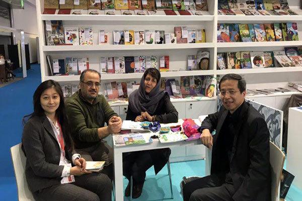 مذاکره با ناشر چینی و نویسنده کودک و نوجوان آلمانی