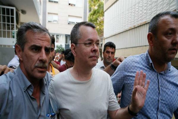 حبس خانگی کشیش آمریکایی در ترکیه به پایان رسید