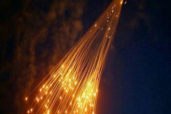 التحالف الدولي يقصف بقنابل الفوسفور الأبيض المحرمة دوليا مدينة هجين بريف دير الزور