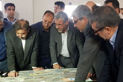 وزیر راه و شهرسازی از پروژه حرم تا حرم قطعه گرمسار بازدید کرد