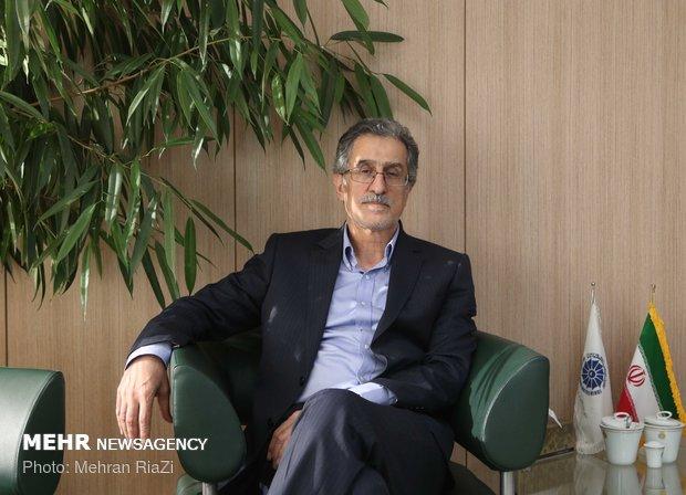 ۹۸ سال سخت اقتصاد ایران/حمایت گلخانه ای صنعت خودرو را نابود کرد