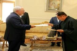 ظريف يتسلم نسخة من أوراق اعتماد السفير الياباني الجديد في طهران