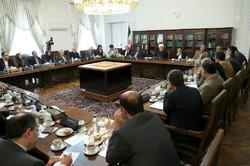 جزئیات جلسه اقتصاددانان با رئیس جمهور/ روحانی: توانایی کاهش نرخ ارز تا ۶ هزار تومان را هم داریم